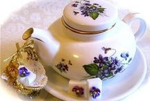 Afternoon Tea / Wonderful recipes of tea sandwiches, scones, cookies, breads and cakes perfect to serve for afternoon tea.  Plus interesting and helpful tea articles and party menu ideas.