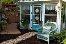 Greenhouse and She Shed Ideas That I Love / Greenhouses and she sheds that inspire. How to build. How to set up the interiors. Tips for turning them into your own place of solace, peace and inspiration. Ideas, ideas, ideas!