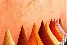 COULEURS x VOYAGE / Les couleurs voyage, un tableau pour s'évader !   nuancier, Inde, joie, couleurs, pop Color, Asie