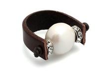 Anillos - Rings / Conoce la gran variedad de anillos MAR BCN entre los que encontrarás: anillos de cuero, anillos con swarovskis, anillos de metal, anillos de lino, anillos con perlas, anillos con cadena y más, consíguelos en www.marbcnshop.com