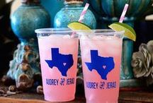 Texas Wedding / Perfect for any wedding in the lonestar state! Texans are proud of their state heritage and Texan bride and grooms are no exception! From the iconic and unmistakably recognizable shape of the Texas state to longhorns, cowboy boots, barbecues and everything in between! Find the best inspiration for a Texas themed wedding here!