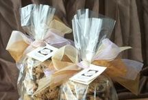 Do | Gift Basket Ideas / A few cookies, a jar of pickles, some fudge, and more...