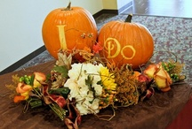 Fall in love / Fall brings with it the hues or oranges, browns, and golds. Leaves, pumpkins and Thanksgiving. So fall in love with these inspiring ideas.