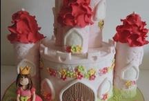 Cakes - House/Castle / by Natoya Ridgeway