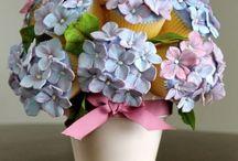 Cupcakes - Floral Bouquets / by Natoya Ridgeway