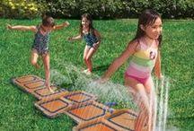 Wasserspaß im Garten / Ihr wollt Abkühlung an den heißen Sommertagen? Dann sind unsere Wasserrutschen, Pools und Co. perfekt für euch!