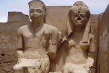 EGIPTO con Europamundo / Desde Europamundo con nuestros circuitos de Lejano Oriente queremos acercaros a conocer culturas más lejanas que se remontan a muchos siglos de antigüedad y que nos dejarán fascinados nada más pisar suelo egipcio.¿Qué te parecería mecerte por el suave oleaje del Nilo?Quedarte atrapado por la fascinación que produce la vista de las pirámides, lugares de culto tan increíbles como Abu Simbel,la presa de Aswan,la Esfinge,el Valle de los Reyes...son tantas cosas que no sabríamos por dónde comenzar.