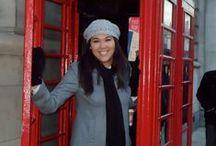"""CABINAS DE LONDRES con Europamundo / Europamundo te lleva a conocer Londres con muchos de sus tours: """"Minipquete Londres"""",""""Escocia desde Londres"""",""""Metrópolis""""... y en todos ellos durante tu estancia en Londres te encontrarás con una foto típica que la gente no deja de hacerse: Y aquí tenemos a nuestro/as modelos en sus cabinas telefónicas durante su paso por Londres. ¡Ven a hacerte la tuya!"""