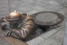 TOUR CAPITALES DEL ESTE con Europamundo-8 días / Descubrirás una parte de Europa que no deja indiferente en cualquier época del año.Visitaremos el Monasterio de Jasna Gora punto de peregrinación a su Virgen Negra, conoceremos Patrimonios de la Humanidad como Olomuc, recordaremos parte de la Historia conociendo el campo de concentración de Auschwitz.Las calles de Cracovia,Praga,Varsovia y Budapest nos acogerán para dejarnos mecer por el Danubio.Paseos nocturnos,tradicionales cervecerías...ésto y mucho más lo conocerás.¡Compruébalo por ti mismo!
