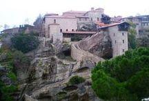 TOUR: DE ROMA A DUBROVNIK / Partimos de Roma. Después de ver la casa de la virgen María en Loreto, travesía en ferry por el Adriático y Jónico, ya estamos en Grecia allí veremos Ioanina y Kalambaca. Entre montañas nos vamos a Metsovo, seguimos a Girokastra y al día siguiente a la medieval Kruja, más tarde visitaremos la capital de Albania, conoceremos Croacia y como broche de oro un final en Dubrovnik!