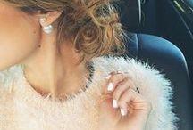 Um pouco de glamour não faz mal a ninguém / A moda é mágica. Uma única peça pode trazer glamour e enriquecer uma produção.