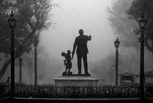 Where the dreams come true / Eu tenho uma teoria de que só é possível tirar férias de verdade nos parques da Disney. Depois que a gente cresce, são raros os dias em que a gente acorda pra brincar, sem preocupações.