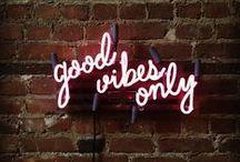 Neons inspiradores / Frases inspiradoras em neon, pra dar um ar moderno e pessoal pra sua casa.