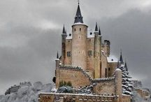 Castles / by Rachel Licari