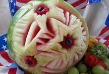 Edible Art / Centerpieces, vegetable & fruit carvings, garnishes, etc.