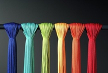 Trådgardiner / Den tidløse elegance i snor gardinerne er næsten betagende, når de vises over store flader. Deres dristige enkelthed, det særlige samspil mellem lys og kontraster, den enestående åbenhed, der ikke kan opnås med noget andet stof.
