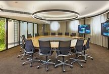 Modus Chairs / An innovative look. Suitably prestigious. Excellent comfort. - What area says more about corporate culture than executive offices? Which is why prestige and constant values enjoy high priority in this case. The Modus Medium range offers a wider seat and back, with the stirrup-shaped armrests to comply with executive demands: modern – but not fashionable, obvious – but not dominant, comfortable – but not over the top, high quality – but not extravagant.