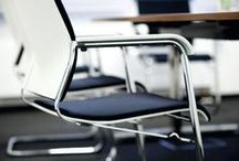 Sito cantilever chair / The Sito cantilever chair blends in perfectly everywhere: in a cafeteria, a meeting, seminar or conference environment or in a manager's office.