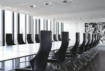 Logon conference tables and table systems / Geometry of aesthetics: Logon system tables in three different widths can be linked to create virtually endless table configurations using intermediate and corner elements. This means that there are hardly any limits to versatile configuration.
