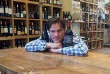 Caviste à suivre / Dans cette rubrique, nous mettons en lumière un caviste de France. Une histoire de vin pour des cavistes d'exceptions...