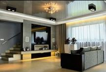 Aranżacja salonu w kolorze szarym / Interior design of the grey salon / Aranżacja salonu w kolorze szarym - szary salon - wystrój wnętrz w kolorze szarym. Zobacz więcej na www.amarantowestudio.pl