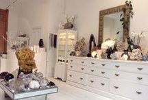 Venusrox Showroom / The Venusrox showroom is one of a kind in the heart of Notting Hill. We exhibit the more alluring and magnificent crystals to be found in the world. Follow your gut, trust your instinct and be prepared for an unforgettable experience.