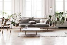 wohnzimmer //  living room / Im Wohnzimmer machen wir es uns mit Familie und Freunden gemütlich - das wichtigste hier ist eine große Couch und gemütliche Sessel, auf denen man entspannen kann. Hier kommen meine Inspirationen rund um Sofa, Sessel und Regale. / My inspirations for a cozy living room.