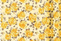 Flowery Fabrics Ragged Rose / Cotton quality flower fabrics with Ragged Rose roses print. Great for all your crafts projects, curtains, cushions, table linen, upholstery,...