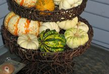 Fall and Halloween / Halloween decor, fall decor, Thanksgiving decor, fall DIY projects, holiday table setting, holiday centerpiece.