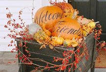 Hallowe'en & Autumn Fun! / Things to create and ways to decorate! / by Dahna Belle Knox
