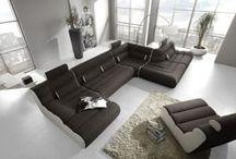 Moderní sedací soupravy / Váš nejlepší přítel v obývacím pokoji. Sedací soupravy, křesla, taburety, to vše neoddělitelně patří do obývacího pokoje. Můžete vybírat sedačky elegantní, designové, látkové, nebo kožené.