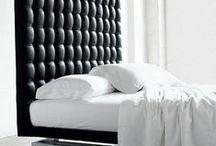 Ložnice - postele / Velmi důležitá místnost v každém domově, kde by se člověk měl cítit dobře a kde bude mít také dostatek soukromí. Postel v ložnici může vypadat krásně, ale musíte si na ní především dobře odpočinout.