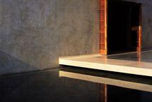 """Gli architetti e l'avere cura / """"Progettare architettura vuole anche dire disegnare un posto dove, al tramonto, due amici seduti per terra si raccontano, adagio, le storie della loro vita.""""       Ettore Sottsass, India, 1993   La mia casa é un luogo dove posso sorridere ed essere amato. É un luogo per le persone che si vogliono bene. Bisogna progettare avendo a cuore gli altri, bisogna volere bene a chi ci abiterá"""" Bijoy Jain"""