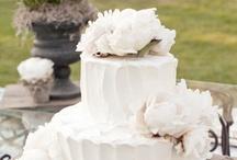 WEDDING cakes / by Ilana Mendonca