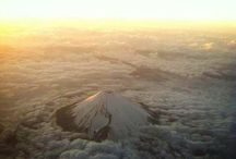 Fujisan / Fujisan is the highest and most beautiful mountain in Japan.