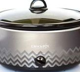 Crockpot Chicken Recipes / A fun collection of easy chicken recipes to make in your crockpot!