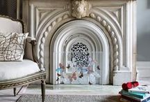 Fireplace and mantelpiece style / Interiors inspiration for fireplaces and their surrounds