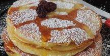 AMERICAN PANCAKES / I pancakes sono delle sofficissime frittelle tipiche dell'America settentrionale. Buonissime da gustare a colazione, come dolce, o merenda per i nostri bambini. Sono semplicissimi e veloci da preparare e non ne avanzerà nemmeno uno.  Questa  ricetta prevede l'utilizzo dell'esubero di pasta madre, per non sprecare nulla del nostro amatissimo lievito naturale.