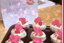 ♥ is all around - Valentinstags Geschenke / Jedes Jahr wieder ist der 14. Februar der Tag für alle Verliebten - der Valentinstag! Finde hier unsere liebsten Valentinstags Geschenke mit Fotos oder Ideen zum Selberbasteln, Gestalten oder einfach inspirieren lassen.