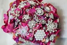 Hydrangea brooch bouquets by Bukieteria