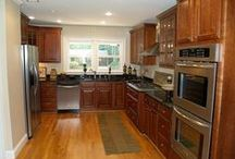 Kitchen Inspiration / Inspiration and ideas for new cabinets, countertops and backsplash for our kitchen makeover!