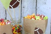 Game Day Food :: Tailgating to Super Bowl Ideas / Football themed entertaining ideas with delicious recipes and hearty foods for game day.