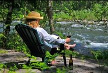 Refreshing Summer Vacations at Mt Hood / Mt Hood Vacation Rentals are perfect for refreshing summer vacations with riverfront locations surrounded by shady evergreen trees. Close to lakes, hiking trails, mountain biking, golf and fishing. #MtHood #VacationRentals