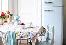 Kitchens / by leizaelf