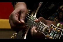 Video - Musik / Musikvideos sind Kurzfilme, die ein Musikstück filmisch umsetzen. Sie werden zumeist von einer Plattenfirma zur Verkaufsförderung für dieses Stück in Auftrag gegeben, von einer auf Musikvideos spezialisierten Filmproduktionsgesellschaft konzipiert und hergestellt und sollen im Musikfernsehen gespielt werden... http://de.wikipedia.org/wiki/Musikvideo / by traveLink