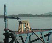 Asien - Indien - Fluss / Asien - Indien - Fluss Der Ganges ist der über 2600 km lange zweitgrößte Fluss von Indien und Bangladesch (Südasien). Er durchfließt die große Ebene südlich des Himalaya, die eines der am dichtesten bevölkerten Gebiete der Erde ist. Der Ganges ist der heiligste Fluss der Hindus und zugleich sehr stark durch Abwässer und Schadstoffe belastet... Quelle: https://de.wikipedia.org/wiki/Ganges