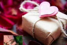 Gifts for her / Looking for the perfect gift for that special woman? Find one that fits her personality to perfection.