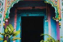 Portes et fenêtres / Je les ai toujours regardé, admiré, collectionnées.. / by Lili Paris