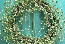 """Wreaths and crowns / Wreaths and crowns = both are """"couronnes"""" in french. ☺"""