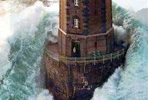 Île d'Ouessant / Ouessant (en breton Eusa) est une commune insulaire du département du Finistère, dans la région Bretagne, constituée pour l'essentiel par l'île d'Ouessant dans l'océan Atlantique. Le bourg d'Ouessant s'appelle Lampaul. Superficie : 15,58 km²